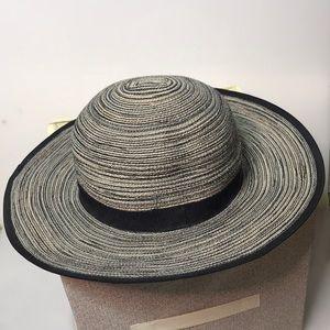 🛍NWOT Solar Escape Sun hat